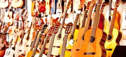 Akustische Gitarren, Bässe, Guitarlelen und Ukulelen, Mandolinen und Akustik-Amps in unserem Acoustic-Corner.
