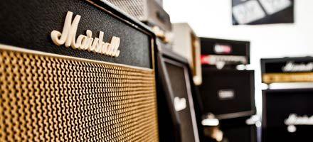 Schallisolierter Amp-Raum. Teste deinen neuen Marshall, Fender, Vox, Hughes & Kettner, Peavy oder Orange so laut wie du möchtest.