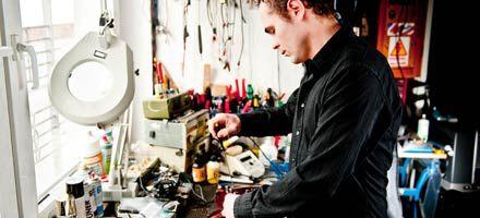 Gitarren intonieren, Amp reparieren, Kabelanfertigung nach Maß - alles aus unserer Werkstatt.